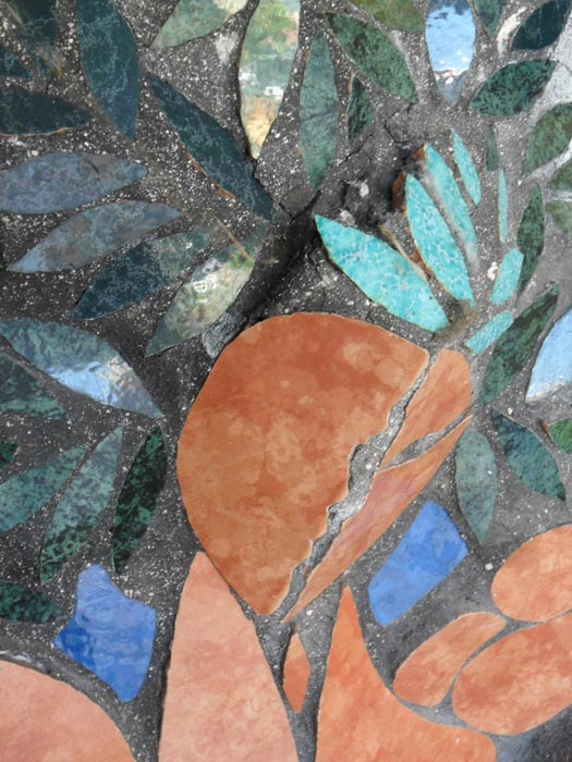 16- Particolare albero d'ulivo antropomorfo in altorilievo