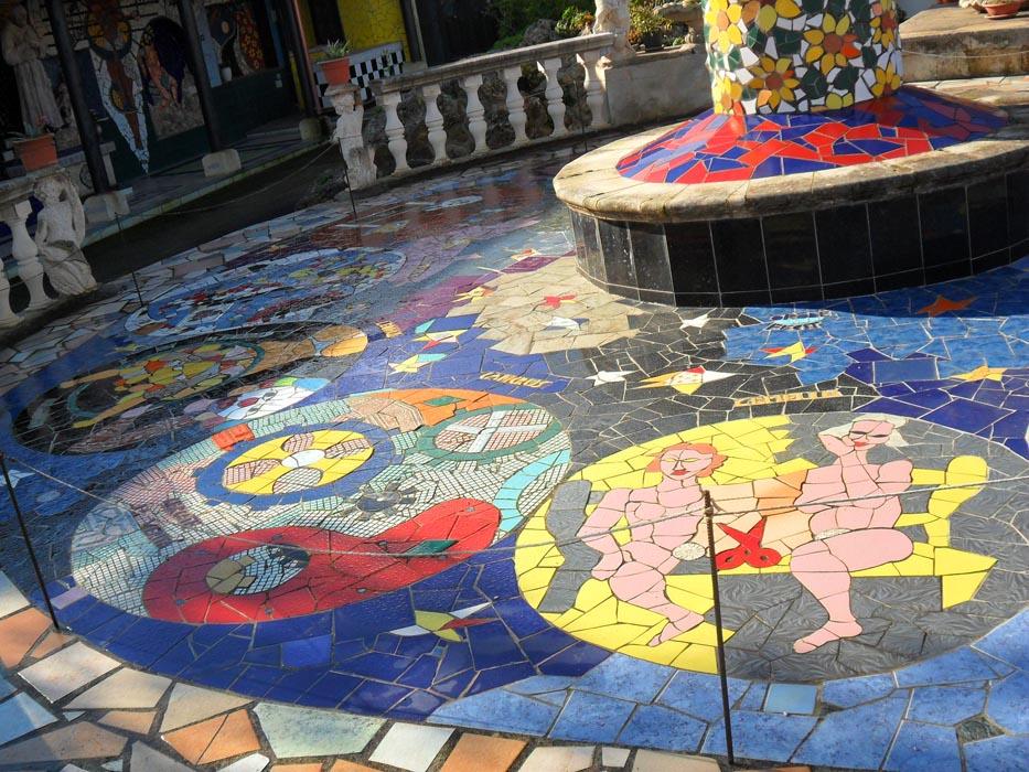 25- Piazzetta dello Zodiaco, particolare a sinistra